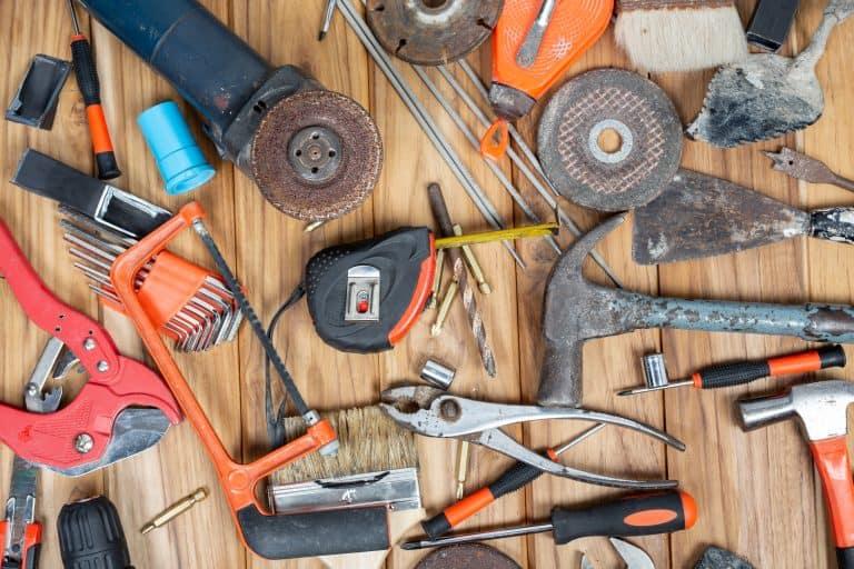 כלי עבודה של מפקח בניה