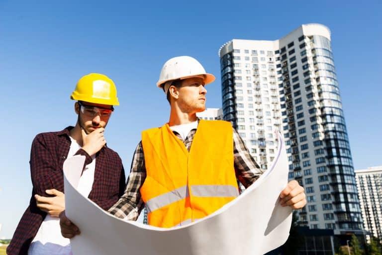 מנהל עבודה באתר בניה